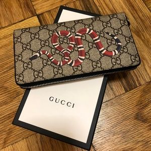 521838cc29b349 Women Gucci Zip Wallet on Poshmark